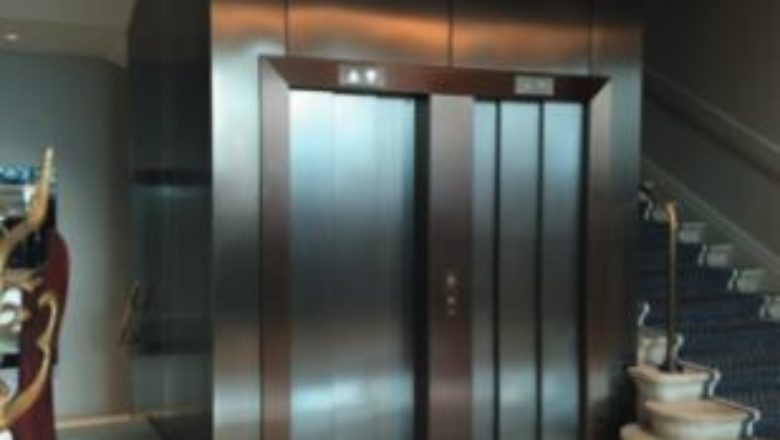 Estetika v oblasti stavby výtahů<br/>Nový povlak Cerno Tex<br/>pro povrchy z ušlechtilé oceli